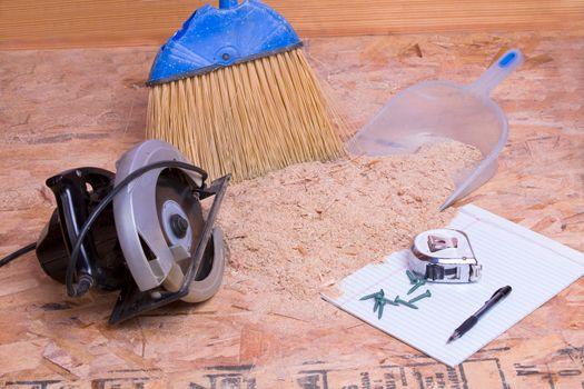 Handheld circular saw with sawdust and pan