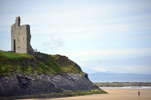 ballybunion castle on the cliffs of a beautiful beach on the wild atlantic way in ireland