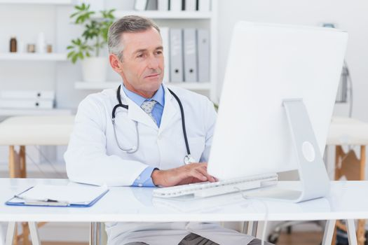 Concentrating doctor using computer