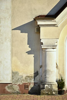 shadow on the pillar