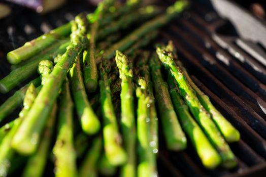 Asparagus on grill macro