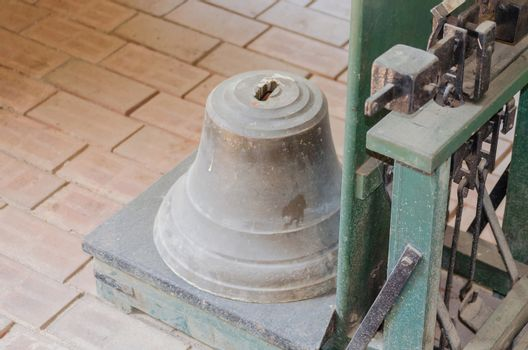 Bell on decimal scale.
