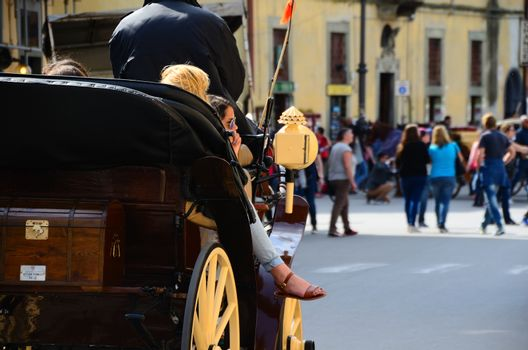 coach to visit the city of Pisa in Italy