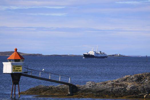Hurtigruten M.s Lofoten ankommer Brønnøysund