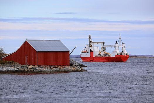 """M.s Nyksund dra fra Brønnøysundet.Sideportskipet """"MS Nyksund"""" går i rute mellom Stavanger og Tromsø, er bemannet med norsk besetning og klasset i Det norske Veritas"""