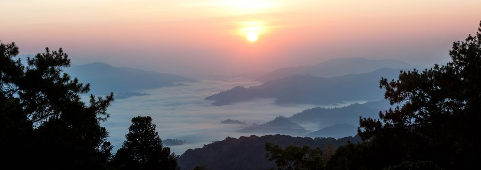 Misty Mountain at morning, Huay nam dang National park, Chiangma