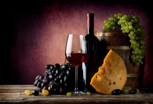 Wine with maasdam