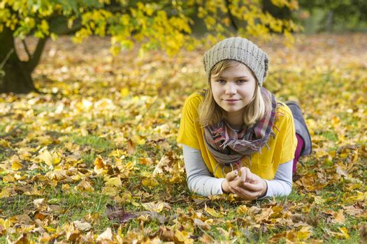 young girl in the autumn park