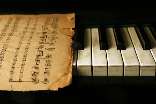 The keyboard of the piano and old notes