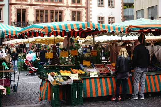 Mainz, Germany - September 04, 2015: The stalls of the weekly market in the town square in Mainz with various fruits and vegetables from regional suppliers on September 04, 2015 in Mainz.