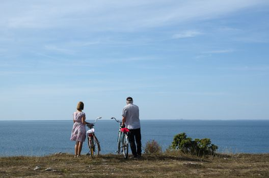 Couple with bikes at the coast