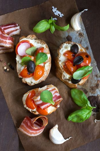 Bruschetta with bacon and tomato