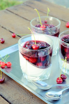 Panna cotta and cherries jelly
