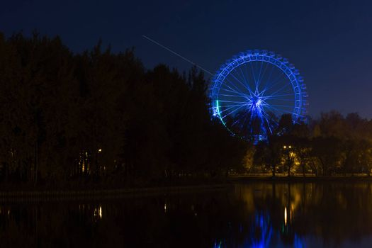 The picture shows a Ferris wheel