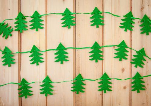Garland with felt christmas tree