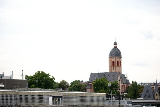 A view over the rooftops of Mainz with the St. Stephen's Church in the background.