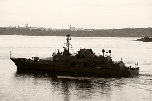 irish navy ship the L.E. Roisin in cobh harbour