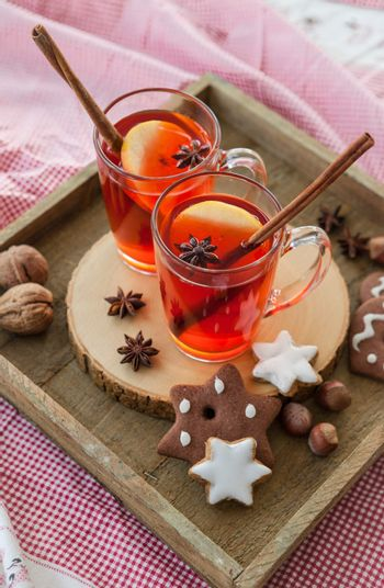 Hot rum punch with apple