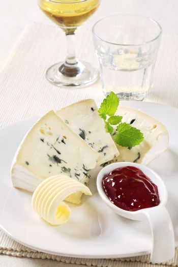 Blue cheese and fruit preserve