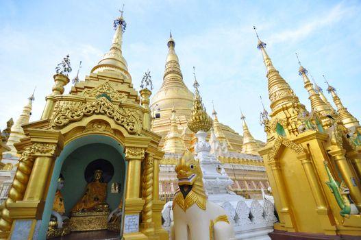 Shwedagon Pagoda Temple, Golden Pagoda in Yangon