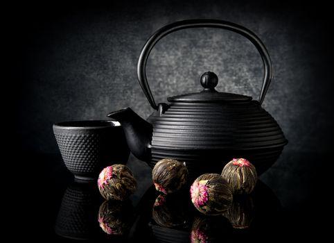 Tea utensil and buds