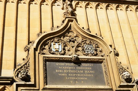 Latin inscription above door of Bodleian Library