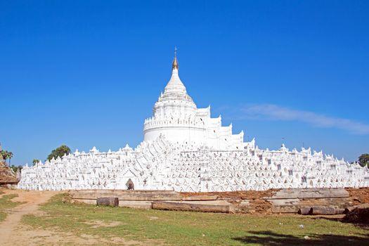 The white pagoda of Hsinbyume (Mya Thein Dan pagoda ) paya templ