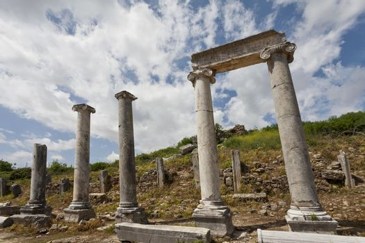 Columns and Header in Historic Perga