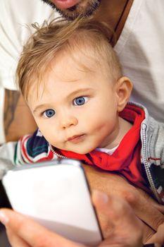 babe smart pfone father eye