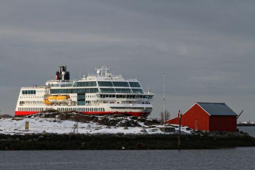 M.s Midnatsol ankommer Brønnøysund