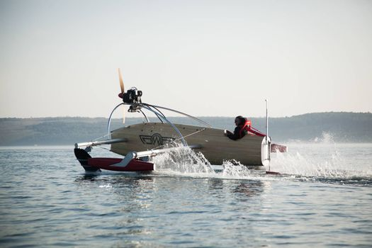 Motorised vessel on foils in the sea
