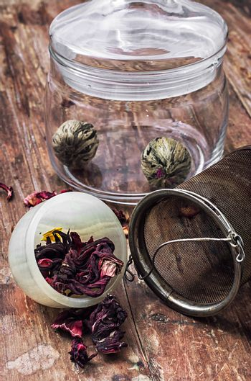 brewed leaf tea in glass jar