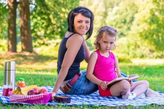 picnic in the park mother and daughter