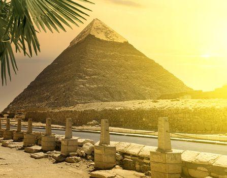 Pyramid of Khafre near road