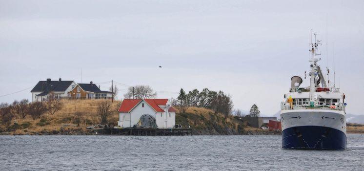 Fiskebåten M/S Sørbøen. Bygget ved Solstrand verft A/S i 1985. Paserte i Brønnøysundet