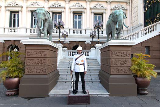 Thai Royal Thai Armed Forces, Soldier in Chakri Maha Prasat Throne Hall in Bangkok, Thailand