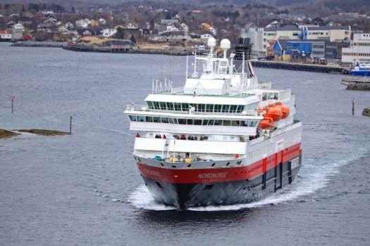 M.s Nordnorge anløper Brønnøysund