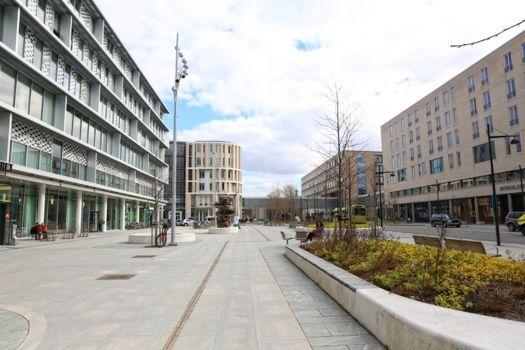 Byggninger inne St.Olavs Hosbital område en vårdag