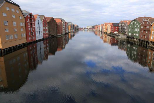 Rundtur i Trondheim en vårdag - Brygger ved Nidelven