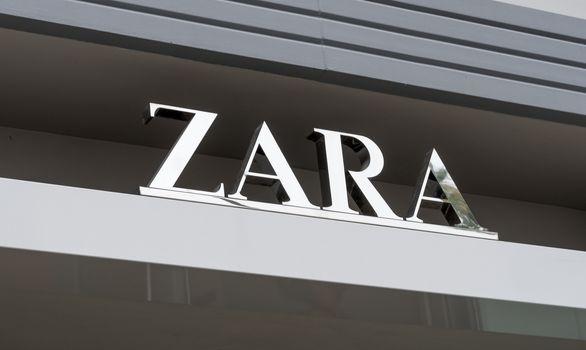 SANTA MONICA, CA/USA - MAY 12, 2016: Zara retail exterior and logo. Zara is a Spanish clothing and accessories retailer based in Arteixo, Galicia.