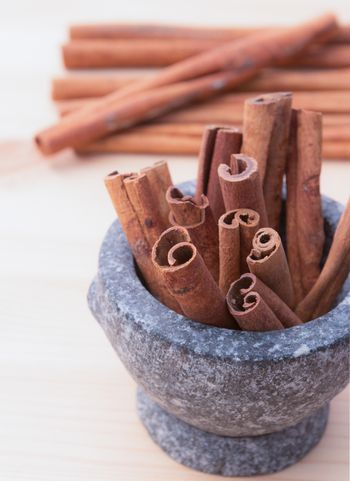 Cinnamon fragrant strike to food dishes, desserts and drinks. To