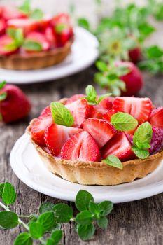 Small Strawberry Pie