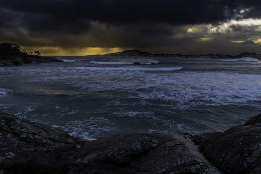 Utsikt fra Skadberg mot Nore Eigerøy i ett noe ustabilt vær.