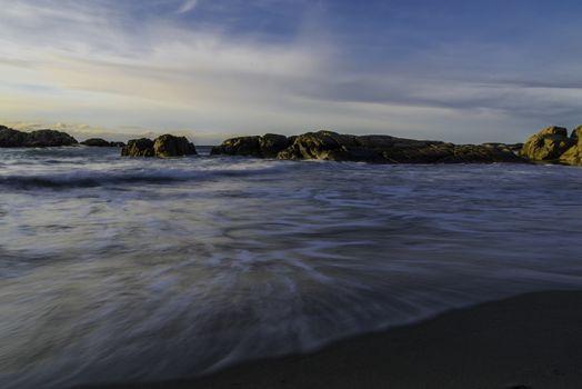 Noen små bølger kommer inn på Brusands.