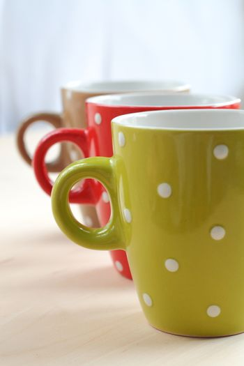 <font><font>Colorful cups are fuzzy after each other in the light, like a fog background</font></font>