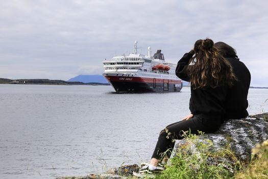 M.s Kong Harald ankommer Brønnøysund