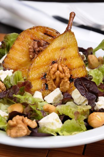 Salad with caramelized pear