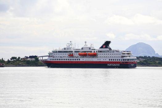M.s Nordkapp ankommer Brønnøysund