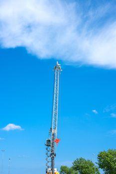 Large crane machinery in daylight