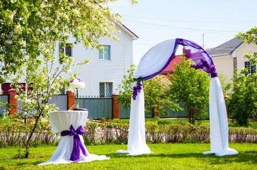 Wedding arch for the bride and groom She symbolizes well-being and family happiness